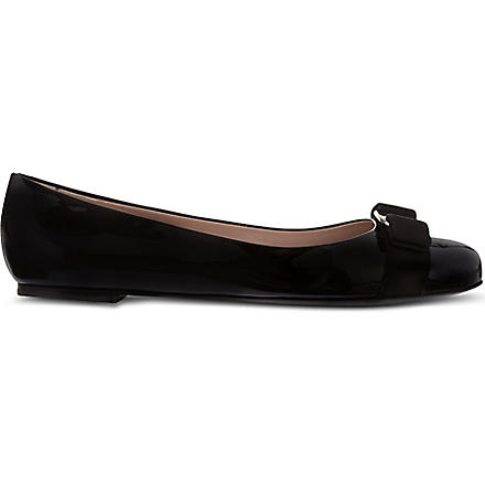 FERRAGAMO Varina patent leather pumps (Black
