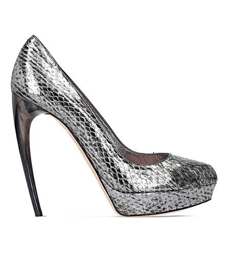 ALEXANDER MCQUEEN Horn heel metallic snakeskin heeled pumps (Silver