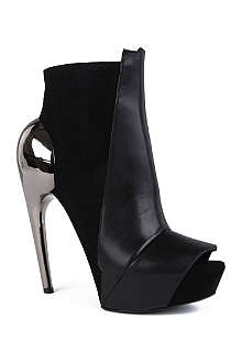 GARETH PUGH Sandy suede and leather ankle boots