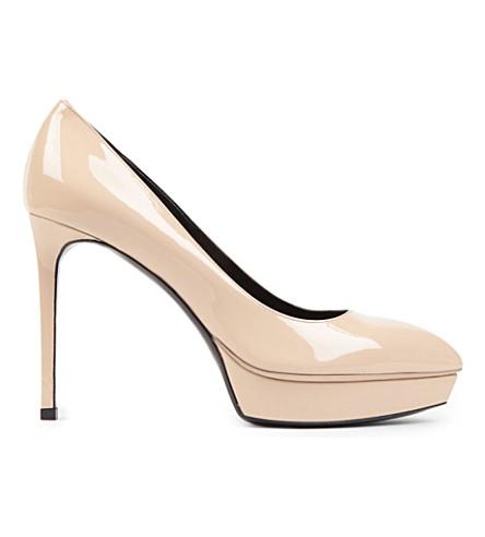 SAINT LAURENT Classic Janis escarpin pumps in nude patent leather (Nude