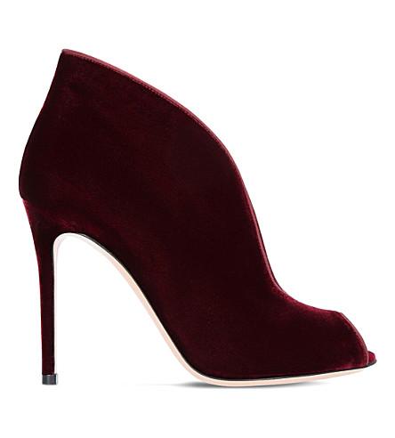 GIANVITO ROSSI 鞋面105天鹅绒和皮革高跟鞋脚踝靴 (葡萄酒