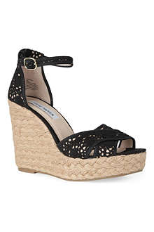STEVE MADDEN Marrvil crochet wedges