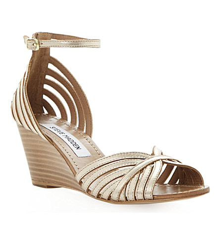 STEVE MADDEN Lexii metallic wedge sandals (Gold-plain synthetic