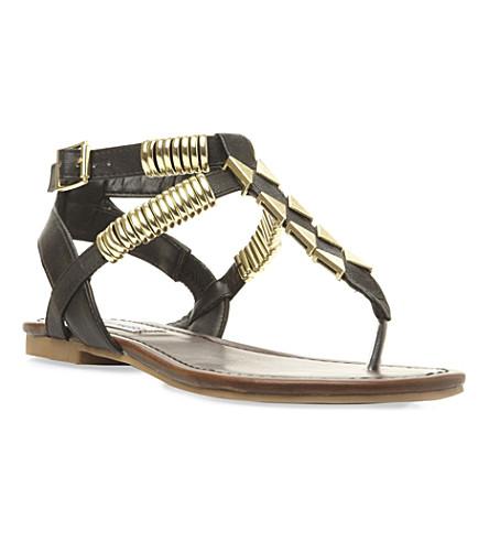 STEVE MADDEN Invision metal detail sandal (Black-plain+synthetic
