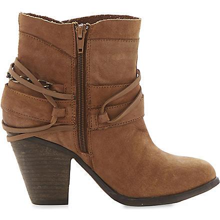 STEVE MADDEN Raffa buckle trim ankle boots (Tan-nubuck