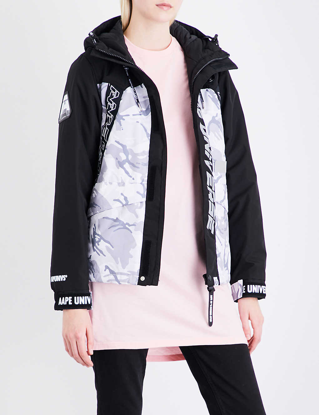 53f111630 AAPE Camouflage hooded shell jacket
