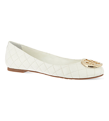a2bf82380124 ... TORY BURCH Quinn quilted leather pumps (Cream. PreviousNext