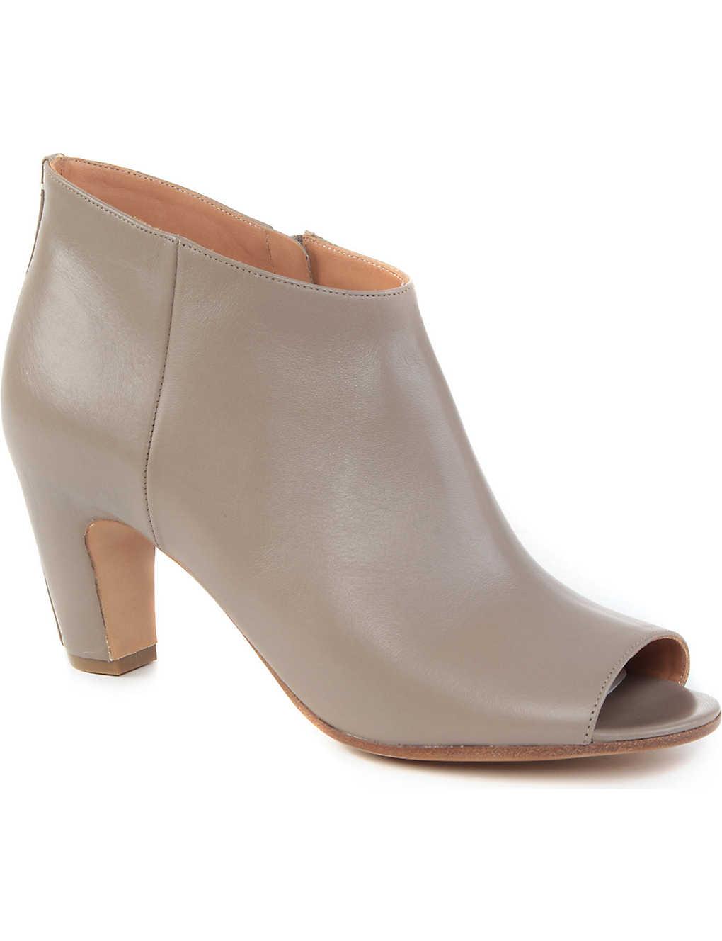09114844b53f MAISON MARGIELA - Banana heel leather boots