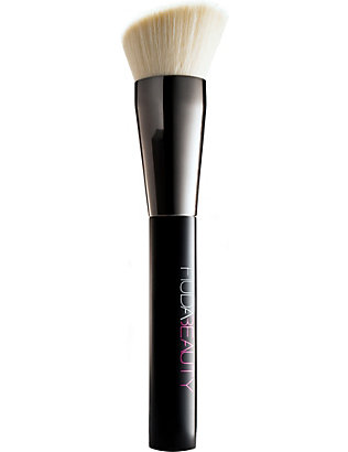 HUDA BEAUTY: Face Buff & Blend Brush