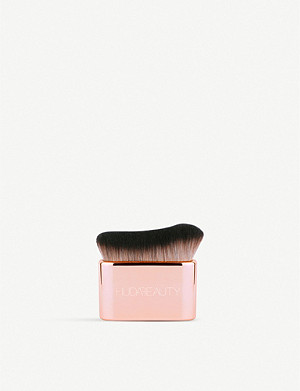 HUDA BEAUTY Blur & Glow Body Brush