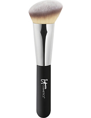 IT COSMETICS: Heavenly Luxe Angled Radiance Brush