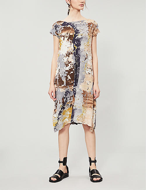 ISSEY MIYAKE Abstract-print round-neck ruched dress