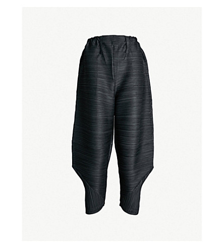 48bec449f7be PLEATS PLEASE ISSEY MIYAKE - Cropped high-rise pleated pants ...