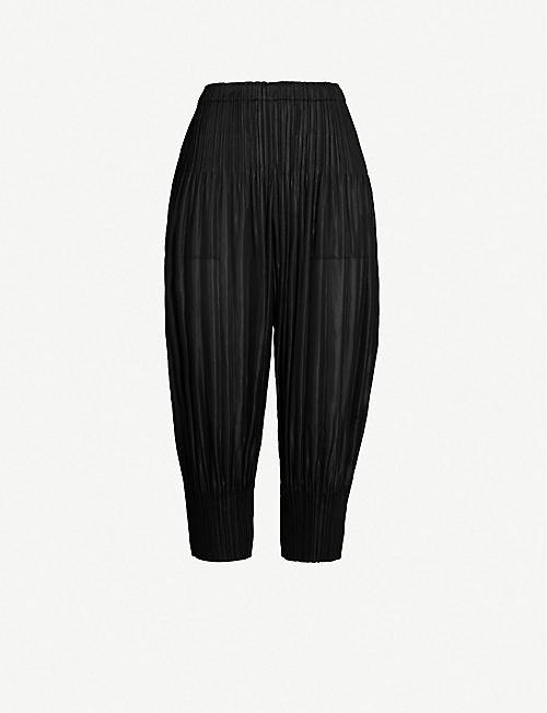 e82ab778eb9500 PLEATS PLEASE ISSEY MIYAKE Fluffy cropped high-rise pleated barrel-leg  trousers