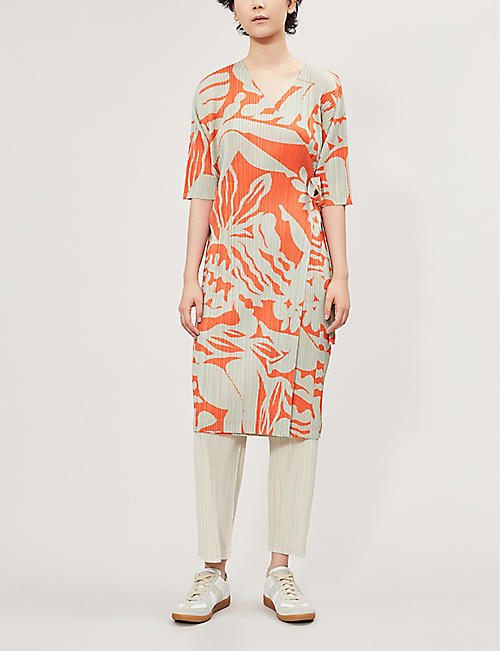 PLEATS PLEASE ISSEY MIYAKE Swimming print pleated satin coat