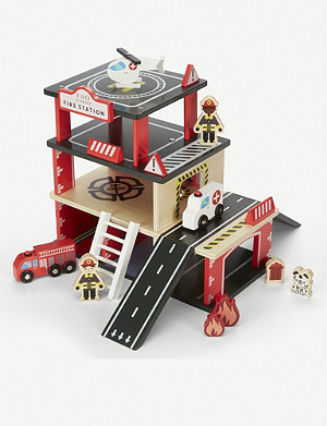 FAO SCHWARZ Wooden fire station 31pc set