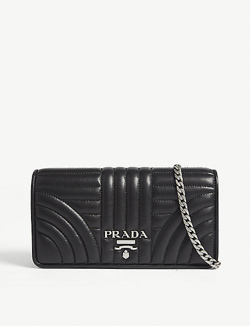 PRADA: portefeuille sur chaîne en cuir matelassé