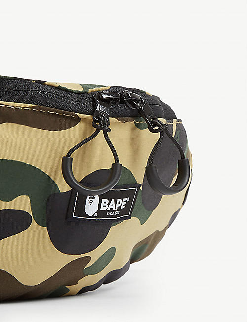 A BATHING APE 伪装印花腰包