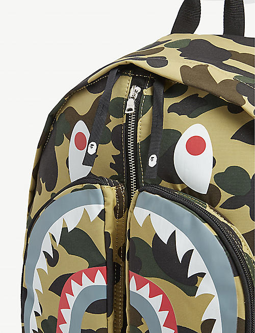 A BATHING APE 1st Camo Shark backpack