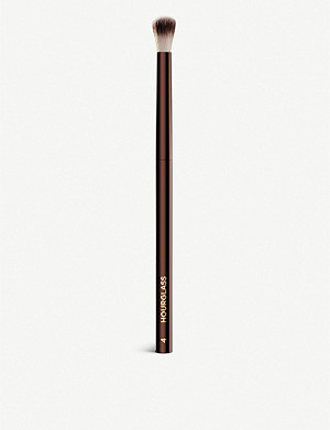 HOURGLASS No.4 Crease Brush