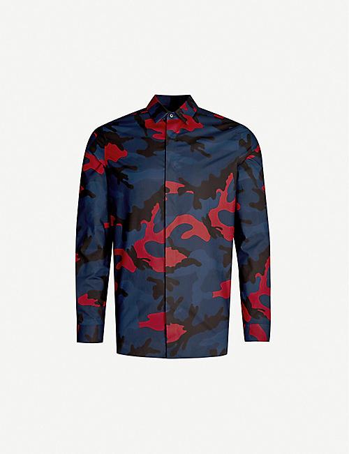 aff1ffebcc VALENTINO Camouflage-print regular-fit cotton shirt