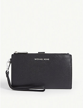 MICHAEL MICHAEL KORS: Jet Set grained leather wristlet