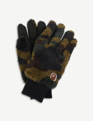A BATHING APE 1st Camo plush gloves