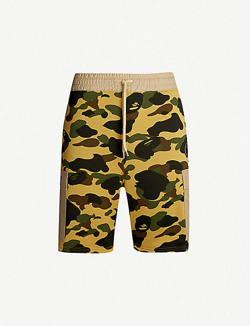 3b87b33363c4 A BATHING APE Camouflage regular-fit cotton-blend shorts