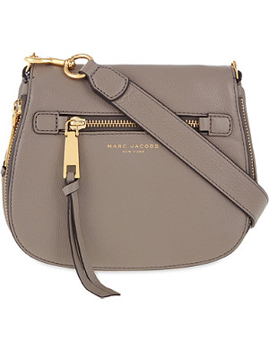 e70086be8c2c MARC JACOBS - Recruit small grained leather saddle bag