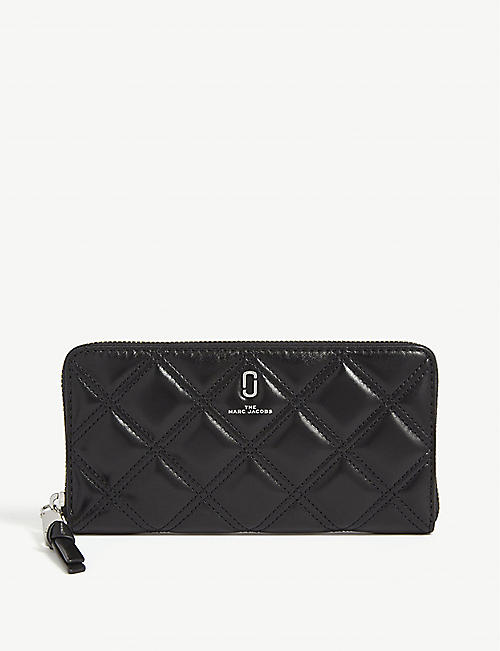 MARC JACOBS: Logo quilted leather continental wallet