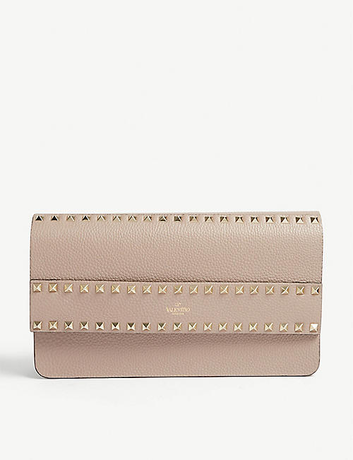 39991a53d32 VALENTINO Rockstud leather clutch bag