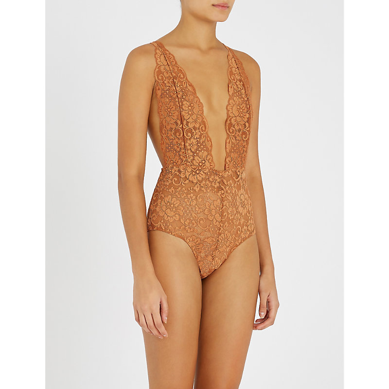 HOT AS HELL Comin' In Haht Stretch-Lace Bodysuit in Brown Sugar