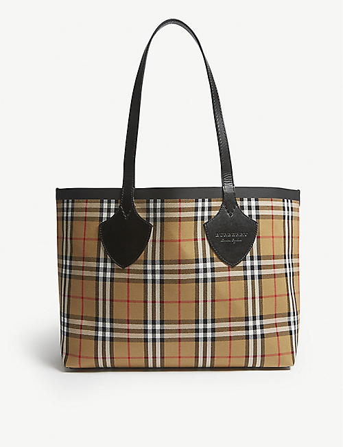 c6bf83f1153c BURBERRY Vintage Check small reversible shopper