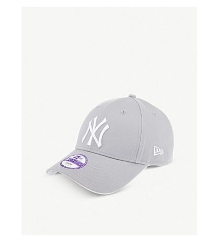 ... NEW ERA New york yankee 9forty baseball cap (Grey white. PreviousNext 75dd1ff0baa3