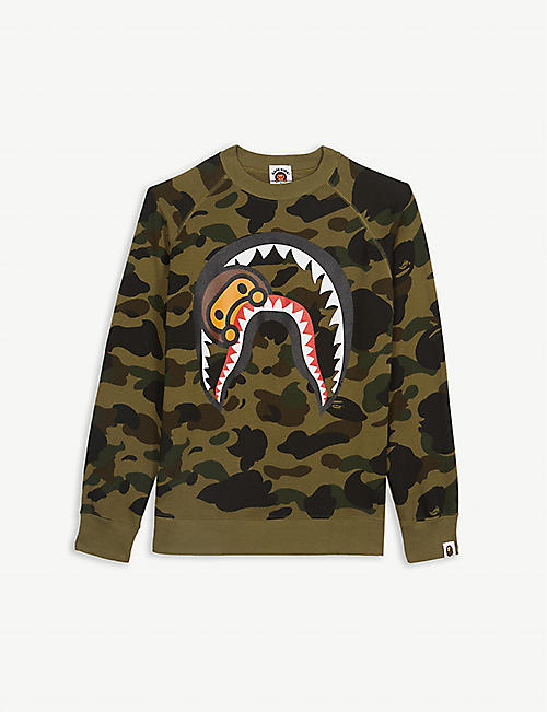 a82a4210090d A BATHING APE Milo in shark print camouflage cotton jumper 4-8 years
