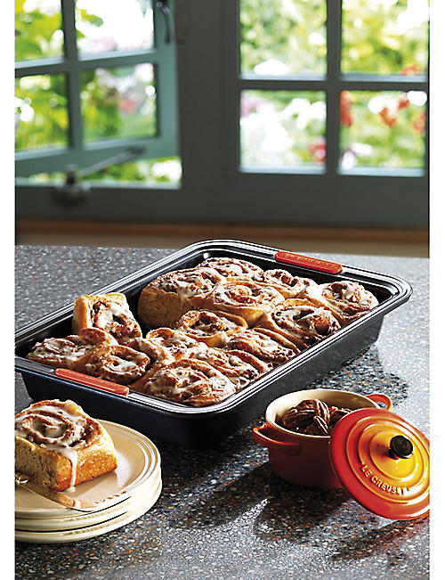 LE CREUSET Non-stick rectangular cake tin