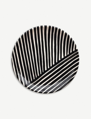 CASA CUBISTA Criss-cross small ceramic plate 23cm