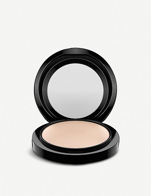 MAC: Mineralize Skinfinish Natural