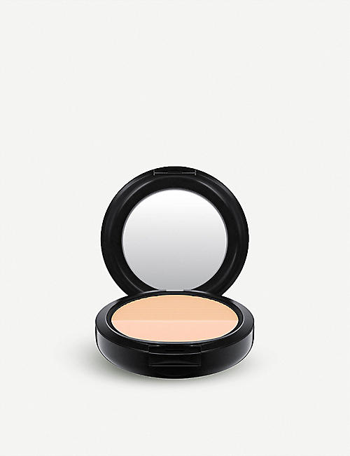 MAC: Studio Waterweight pressed powder 15g