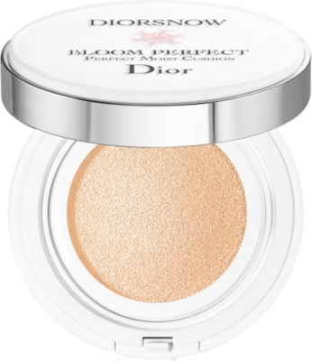 DIOR Diorsnow Bloom Perfect Brightening Perfect Moist Cushion SPF50 PA+++