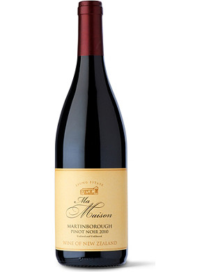 NEW ZEALAND Pinot Noir 2010 750ml