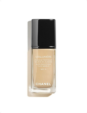 CHANEL VITALUMIÈRE Satin Smoothing Fluid Make–Up SPF 15