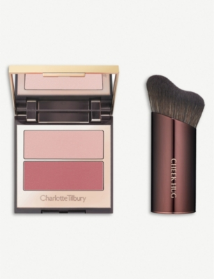 CHARLOTTE TILBURY Pretty youth glow & cheek hug brush - Seduce Blush