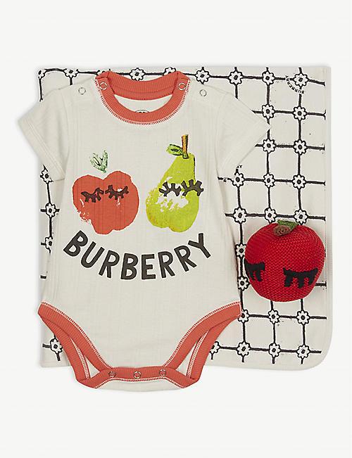 4b23abdf8 BURBERRY Apple cotton body vest, blanket, toy and wash bag gift set 1-