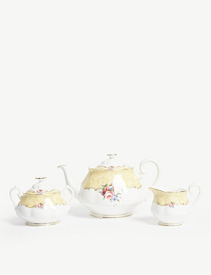 ROYAL ALBERT 100 Years of Royal Albert 1990 Bouquet teapot set