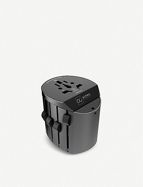 SMARTECH Alpha by SKROSS® travel adaptor