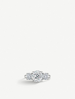 VASHI 18ct white-gold and princess-cut diamond side stone ring
