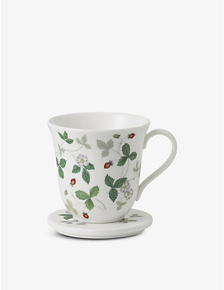 WEDGWOOD: Wild Strawberry bone china mug with lid