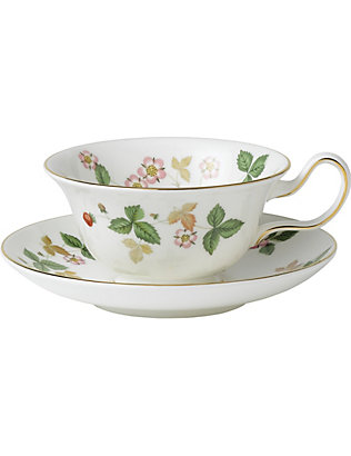 WEDGWOOD: Wild Strawberry bone china tea saucer