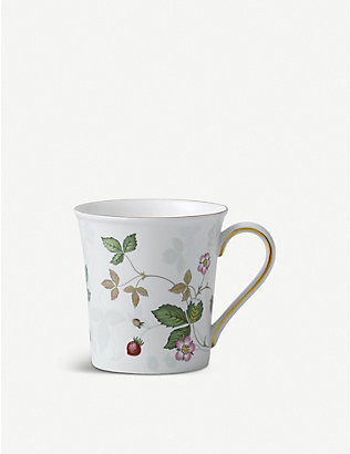WEDGWOOD: Wild Strawberry porcelain mug